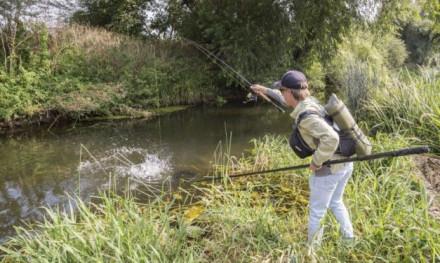 Superhandige Streetfishing netten en XXL kunstaas van Fox Rage