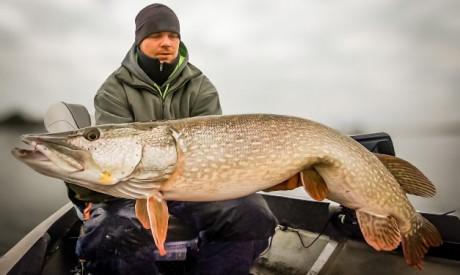 Verticaal vissen op grote snoek – Zware loodkoppen & grote shads